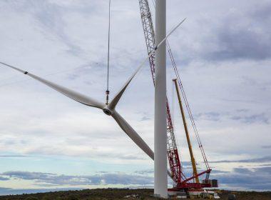 Wind turbine lifting